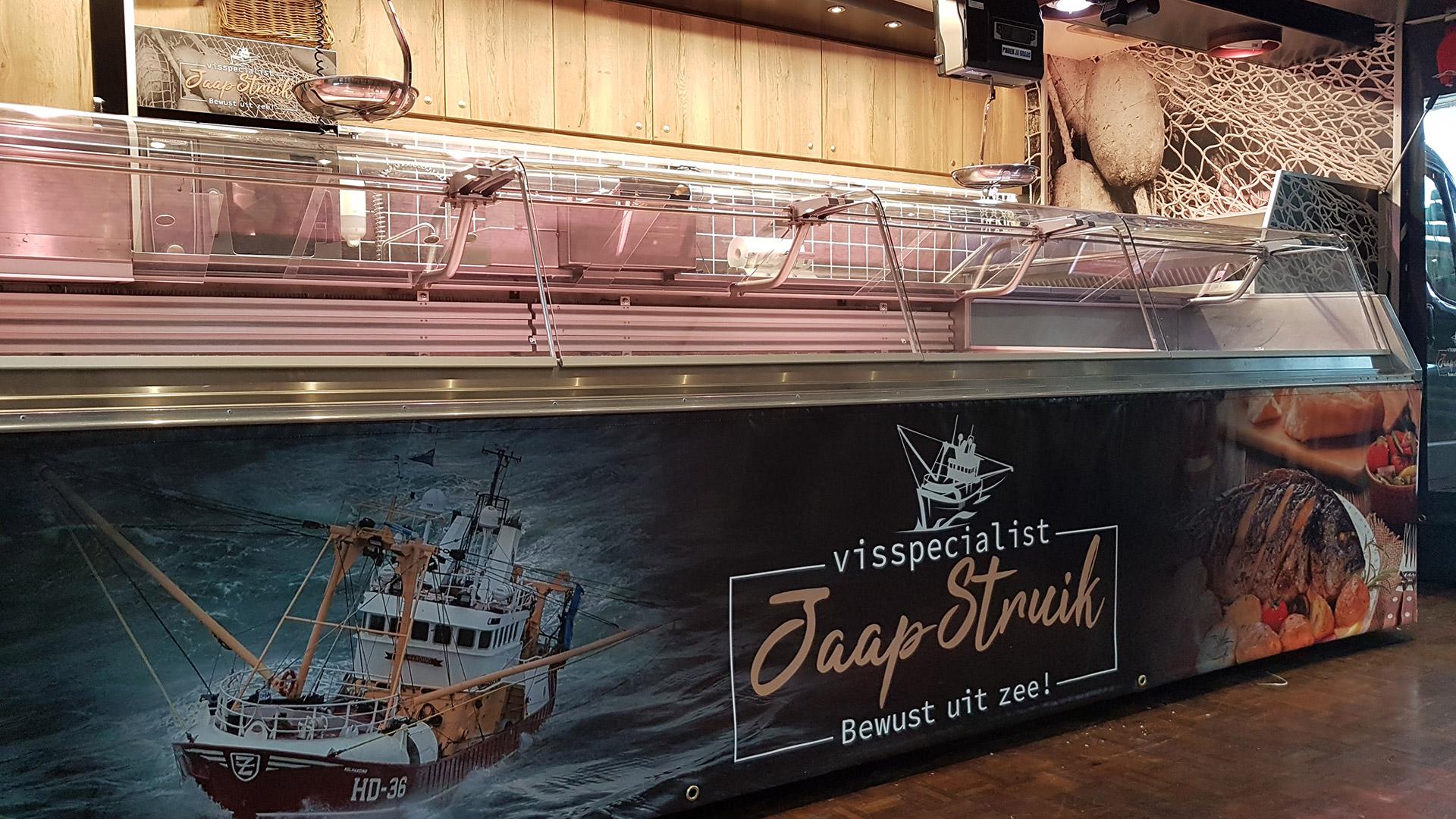 Zeilen aan verkoopwagen visspecialist Jaap Struik