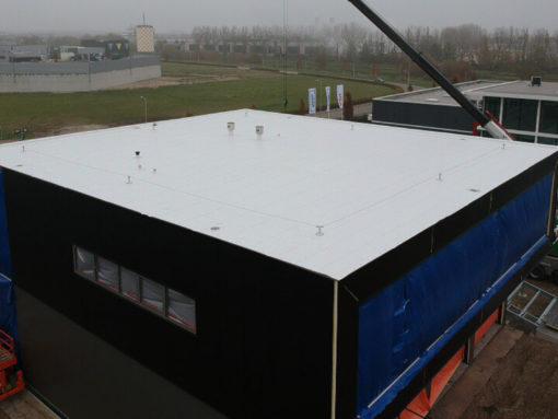 PVC dakbedekking op autoshowroom Alphen a/d Rijn