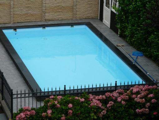Zwembad voorzien van folie