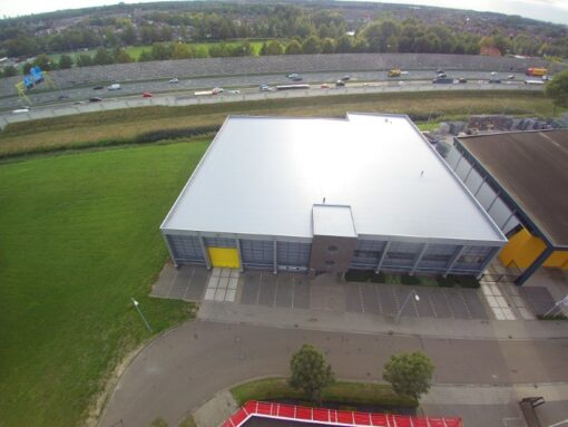 Dakrenovatie bedrijfshal verpakkingsbedrijf Den Bosch